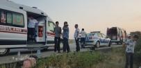 MUSTAFA AYHAN - Ters Dönen Araçtan Sağ Çıktılar Açıklaması 4 Yaralı