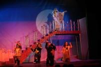 BEDEN DILI - Tiyatro Kursiyerleri Seyirciyle Buluştu
