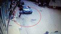 SEDDAR YAVUZ - Yol Kenarındaki Köpeği Odunla Yaraladı