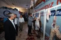 KURBAN KESİMİ - Kurban Bayramı'nda 200 Yetimin Yüzü Güldü