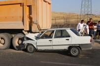 Otomobil Kamyonun Altına Girdi Açıklaması 1'İ Ağır 3 Yaralı