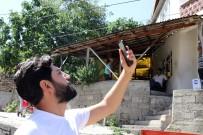 EVDE TEK BAŞINA - (Özel) Bu Köyde Telefon Çekmiyor