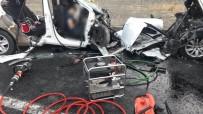 Erzincan'da İki Otomobil Kafa Kafaya Çarpıştı Açıklaması 3'Ü Çocuk 7 Ölü, 3 Yaralı