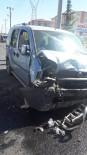 Hafif Ticari Araçla Otomobil Çarpıştı Açıklaması 9 Yaralı
