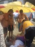 ÇEKEN AKINTI - Karaburun Plajında Yüzen Kadın Son Anda Cankurtaran Tarafından Kurtarıldı