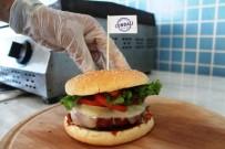 BALIK EKMEK - Osmanlı Hamburgeriyle Geleneksel Türk Tadlarını Yeni Nesile Aktarmaya Çalışıyor