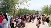 YERLİ TURİST - Pamukkale'yi 8 Günde 104 Bin Kişi Ziyaret Etti