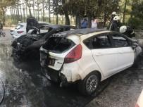 Park Halindeki 2 Otomobil Alev Alev Yandı