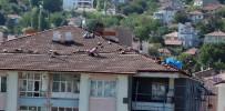 İşçilerin Çatıdaki Tehlikeli Çalışması Kamerada