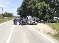 KEMAL ŞAHIN - Motosiklet Otomobile Çarptı Açıklaması 1 Ölü