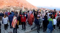 NEMRUT DAĞI - Nemrut Dağı Ziyaretçi Akınına Uğradı