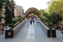 SANAT ESERİ - Sanat Köprüsü Vatandaşların Akınına Uğruyor