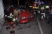 AŞIRI HIZ - Uşak'ta Trafik Kazası Açıklaması 1 Ölü, 2 Ağır Yaralı