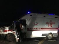AMBULANS ŞOFÖRÜ - Yaralılara Müdahaleye Giden Ambulans Kazaya Karıştı Açıklaması 7 Yaralı