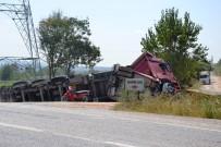 Biga'da Buğday Kepeği Yüklü Kamyon Devrildi