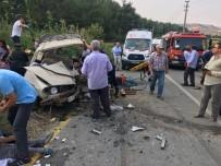 Gördes'te 2 Otomobil Çarpıştı Açıklaması 7 Yaralı