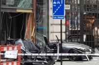 KORDON - Londra'da Polisten Kaçan Araç Otobüs Durağına Daldı