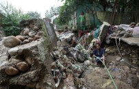 TOPRAK KAYMASI - Muson Yağmurları Güney Asya'da Bin 200 Cana Mal Oldu