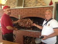 BAYRAM ZİYARETİ - Oltu Cağ Kebapçıları Bayram Tatili Sonrası Mesaiye Başladı