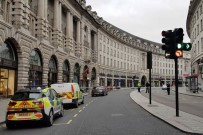 KORDON - Polisin Takip Ettiği Araç Otobüs Durağına Çarptı Açıklaması 4 Yaralı