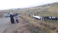 Ağrı'da Kaçak Göçmenleri Taşıyan Minibüs Şarampole Devrildi Açıklaması 21 Yaralı