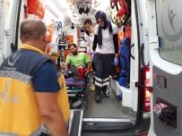 TEMİZLİK İŞÇİSİ - Çöp Toplama Kamyonu İle Taksi Arasında Kalan İşçi Yaralandı