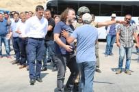 HDP'li Vekil Güvenlik Güçleriyle Tartıştı Aracıyla Yolu Kapattı