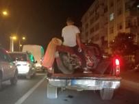 Kamyonetin Üzerindeki Motosiklette Şaşırtan Görüntü