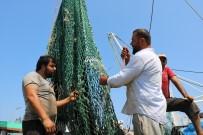 BALIKÇI TEKNESİ - Karadenizli Balıkçılar 'Vira Bismillah' Demek İçin Gün Sayıyorlar