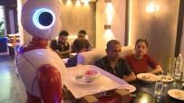 Nepal'de Garsonların Yerini Robotlar Aldı