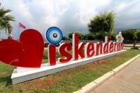 AY YıLDıZ - Sahile Nazar Boncuklu 'İskenderun' Logosu