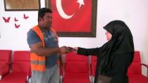 CÜZDAN - Suriyeli Kadın, Bulduğu Cüzdanı Sahibine Ulaştırdı