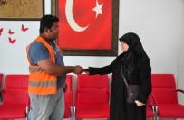 ŞELALE - Suriyeli Kadın Para Dolu Cüzdanı Sahibine Teslim Etti