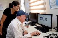 İŞÇİ EMEKLİSİ - 80 Yaşında Kütüphaneye Girdi, Bilgisayar Öğrendi