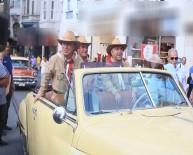 HABABAM SıNıFı - İstiklal Caddesi'ni Rengarenk Klasik Araçlar Süsledi