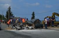 Otomobil İkiye Bölündü Açıklaması 1 Ölü, 10 Yaralı