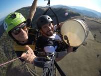 DAVUL ZURNA - Paraşütle Atlayan Davulcu Ve Zurnacı O Anları Anlattı