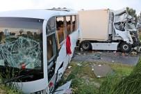 AHMET DOĞAN - Rus Turistleri Taşıyan Midibüse Tır Çarptı Açıklaması 11'İ Turist 13 Yaralı