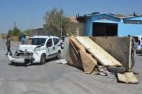 MUSTAFA KÖSE - Ticari Araç İle Kamyonetin Çarpışma Anı Güvenlik Kamerasına Yansıdı