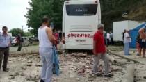 TUR OTOBÜSÜ - Trabzon'da Trafik Kazası