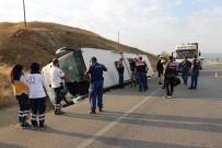 ALI YıLDıZ - Yolcu Otobüsü Devrildi Açıklaması 1 Ölü, 12 Yaralı