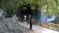MUSTAFA YıLDıZ - Doğa Harikası Yerköprü Şelalesi'ne Ziyaretçi Akını