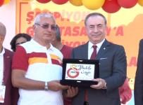 GALATASARAY BAŞKANı - Galatasaray Bayrağı Şampiyonlar Anıtı'na Çekildi