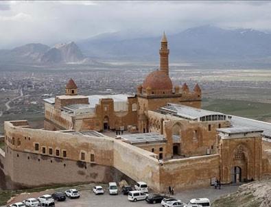 İshak Paşa Sarayı'na ilgi artıyor