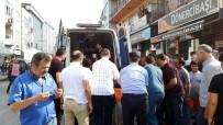 ÇARPMA ANI - Sakarya'da Motosikletin Çarptığı Yaya Yaralandı