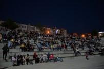 YEŞILKENT - Sinema Festivali'nde 'Tatlı Bela' İzleyenleri Eğlendirdi