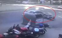 KADIN SÜRÜCÜ - Telefonuyla Oynarken Motosikletliyi Canından Ediyordu