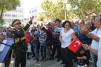 Askeri Bando Çaldı, Vatandaşlar Coştu