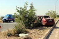 UZMAN ERBAŞ - Askerlerin Bulunduğu Otomobil Aydınlatma Direğine Çarptı Açıklaması 1 Ölü, 2 Yaralı