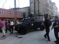 BIBER GAZı - Ataşehir'de Cezaevi Firarisini Yakalamak İsteyen Polise Taşlı Saldırı